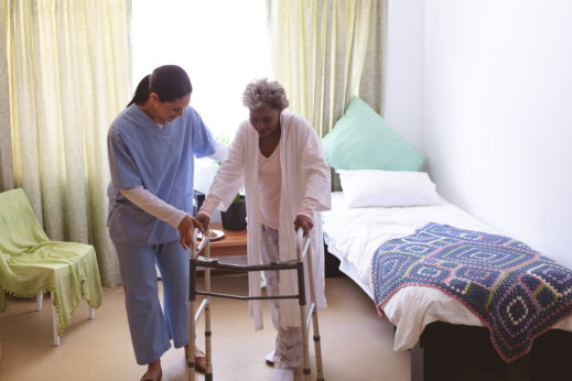 How Seniors Benefit from Having a Live-in Caregiver